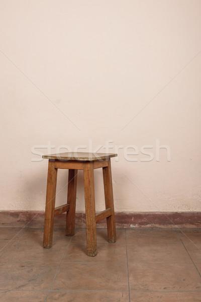 Rustico legno sgabello rosa muro legno Foto d'archivio © dutourdumonde