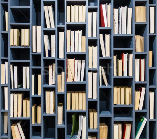 Książek niebieski półka na książki książki Zdjęcia stock © dutourdumonde