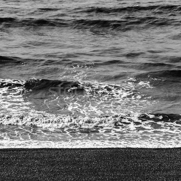 Tenger hullámok kavics tengerpart feketefehér víz Stock fotó © dutourdumonde