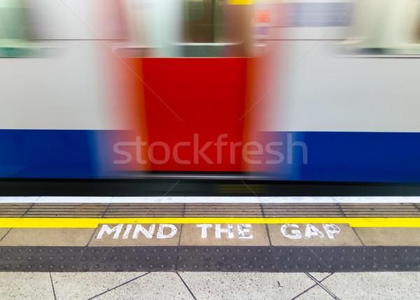 Akla boşluk uyarı Londra yeraltı imzalamak Stok fotoğraf © dutourdumonde
