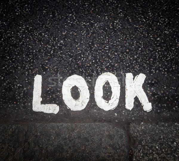 Guardare segno strada verniciato vernice urbana Foto d'archivio © dutourdumonde
