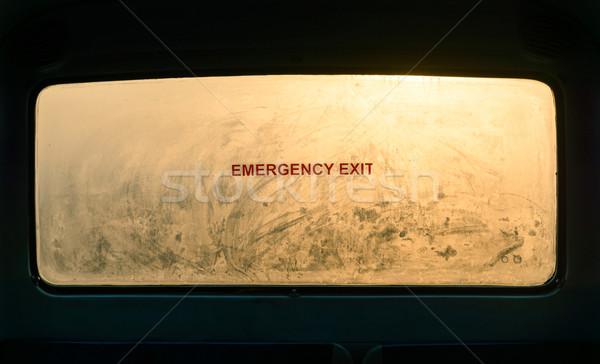 Emergência sinal de saída nebuloso janela ônibus Foto stock © dutourdumonde