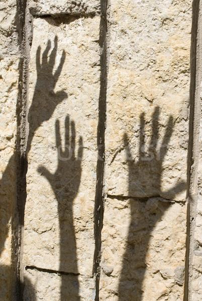 Foto stock: Sombra · mano · muro · de · piedra · fiesta · puesta · de · sol · hombres