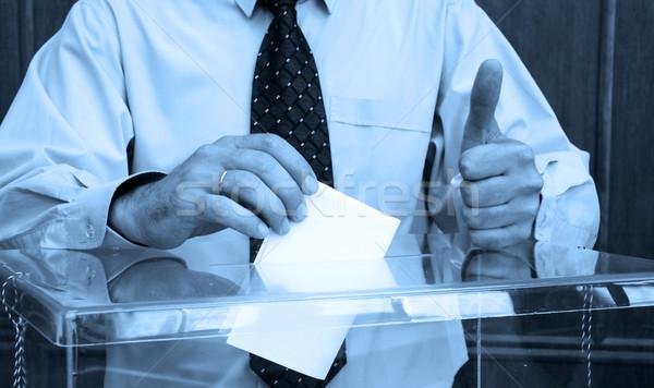 Mano votación dentro cuadro elecciones Foto stock © dzejmsdin