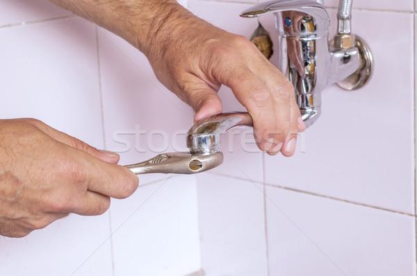 Photo stock: Plombier · robinet · cuisine · main · travaux