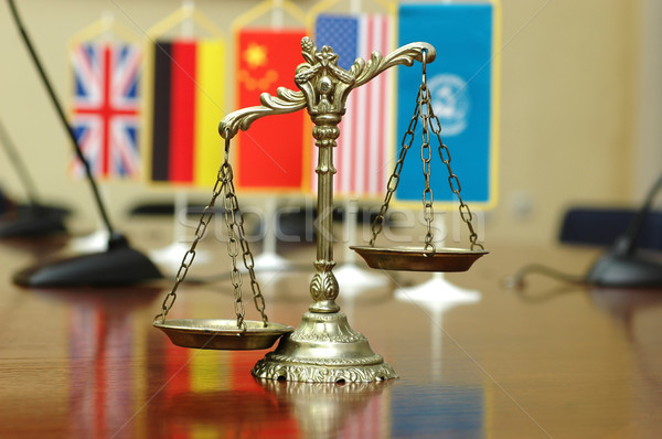 Internacional ley para decorativo escalas justicia Foto stock © dzejmsdin