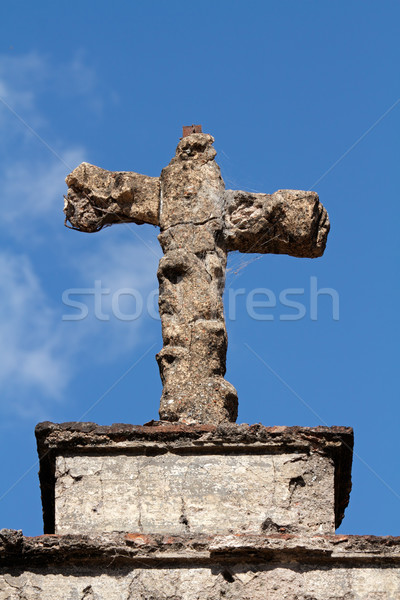 Túmulo pedra atravessar velho resistiu blue sky Foto stock © EcoPic
