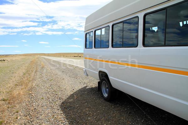 Minibus kant van de weg witte kant weg landelijk Stockfoto © eldadcarin