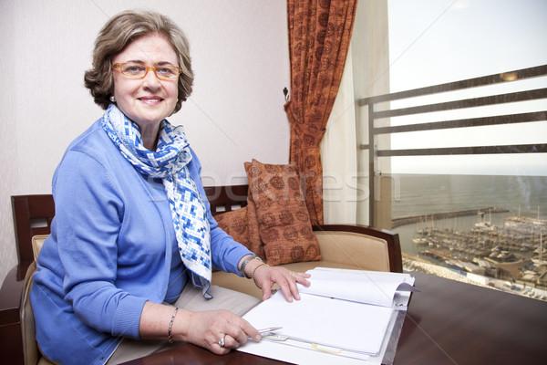 старший деловая женщина написать пожилого поздно 60-х годов Сток-фото © eldadcarin