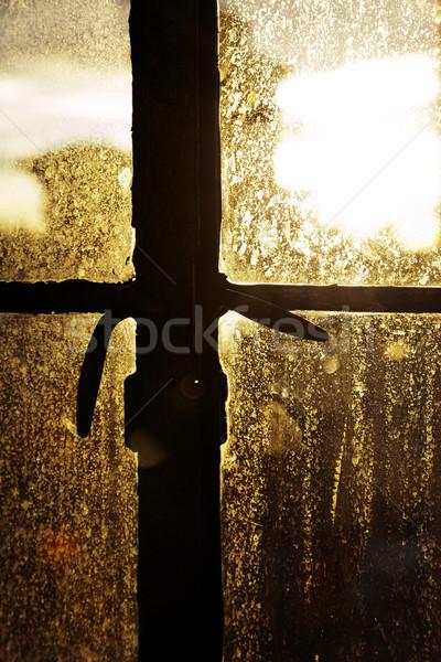 öğleden sonra güneş geri aydınlatma lekeli pencere Stok fotoğraf © eldadcarin