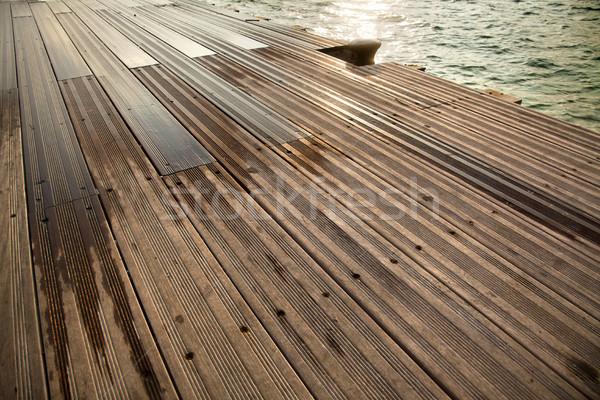 Humide bois quai mer bateau partiellement Photo stock © eldadcarin