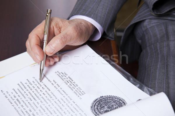 Senior assinar mãos 80 empresário Foto stock © eldadcarin