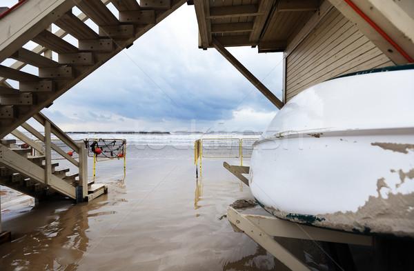 Hiver sauveteur hutte grand angle vue plage Photo stock © eldadcarin