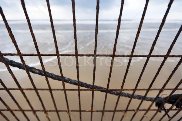Playa corrosión gran angular vista metal Foto stock © eldadcarin