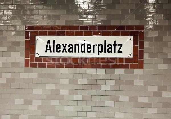 アレクサンダー広場 壁 にログイン セラミック タイル張りの 駅 ストックフォト © eldadcarin