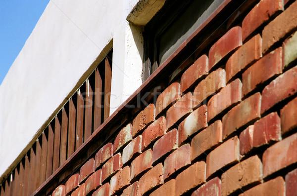 Casa parede céu tijolo branco marrom Foto stock © eldadcarin