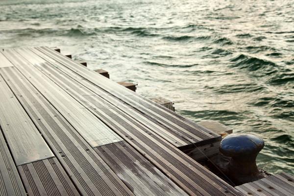 Doca enferrujado barco verde mar amarelo Foto stock © eldadcarin