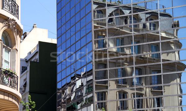 Nouvelle vieux modernes immeuble de bureaux fenêtres résidentiel Photo stock © eldadcarin