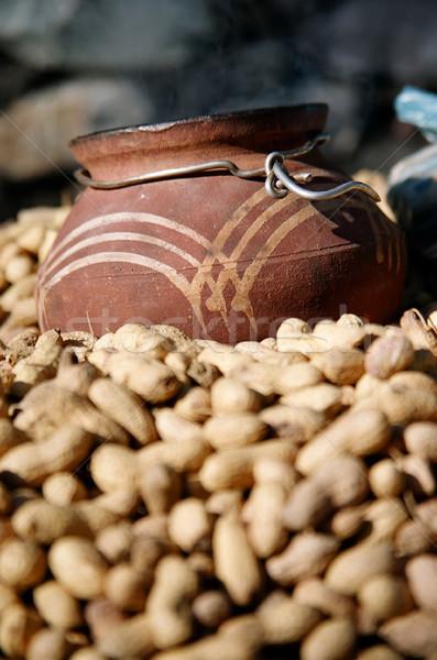 Jarra cacahuates cerámica hecho a mano primer plano dentro Foto stock © eldadcarin