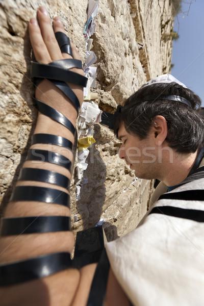 Uomo pregando occidentale muro adulto presto Foto d'archivio © eldadcarin