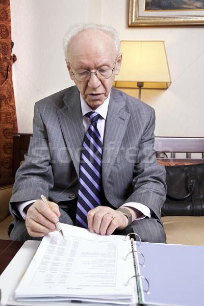 Idős üzletember költségvetés idős 80-as évek üzletember Stock fotó © eldadcarin