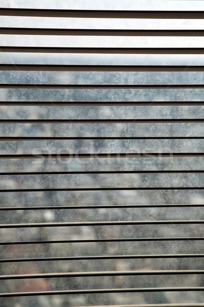 Abrir venezianas posição sujo janela cidade Foto stock © eldadcarin
