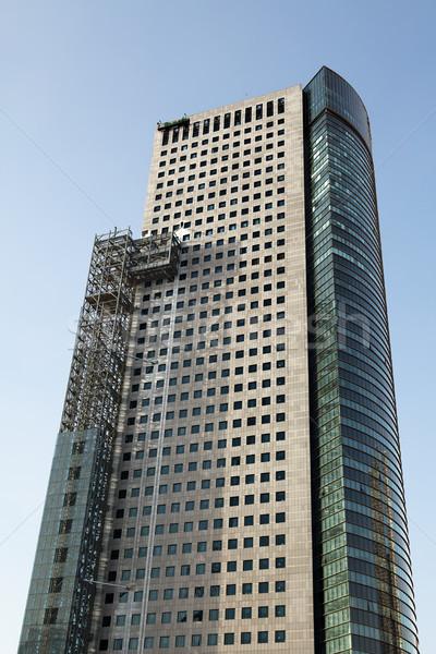 állványzat felhőkarcoló alulról fotózva kilátás irodaház tiszta égbolt Stock fotó © eldadcarin