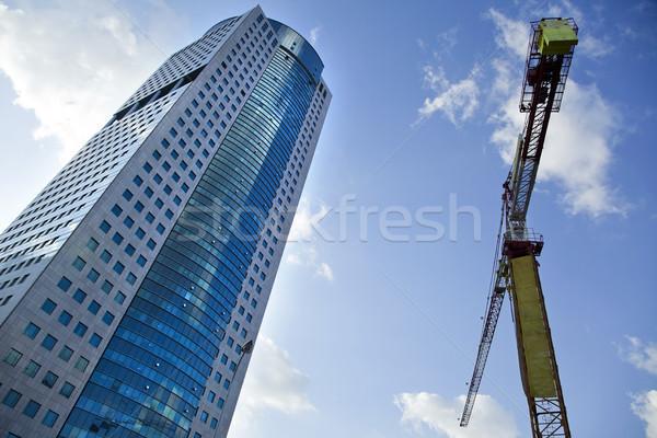 ストックフォト: 超高層ビル · クレーン · 建設 · 建物 · 曇った · 空
