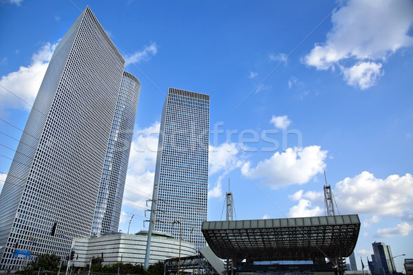 Gratte-ciel gare trois gratte-ciel une Photo stock © eldadcarin