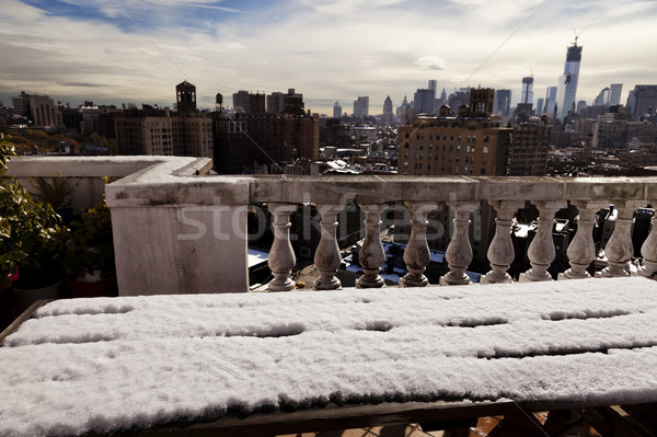 Sneeuw gedekt picknicktafel skyline west dorp Stockfoto © eldadcarin