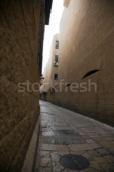 öreg sikátor hosszú keskeny negyed város Stock fotó © eldadcarin