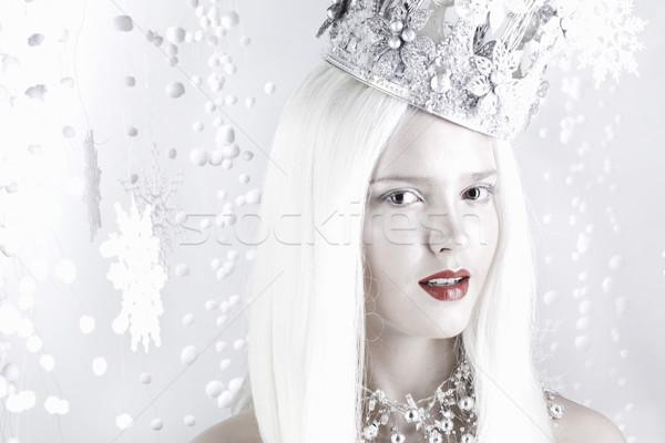 Kar kraliçe genç kadın gümüş taç genç Stok fotoğraf © Elegies