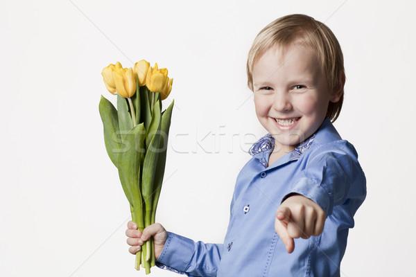Sorridere ragazzo fiori gialli positivo 5 anni fiore Foto d'archivio © Elegies