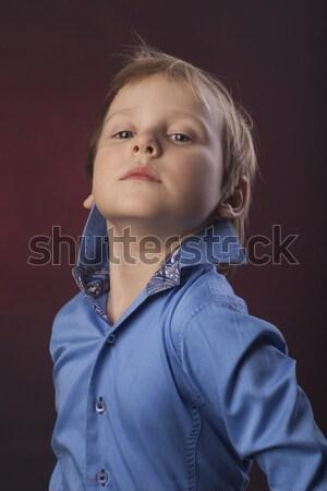 Küçük erkek kırmızı poz Stok fotoğraf © Elegies