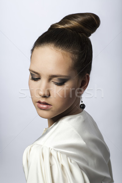 Bella ragazza abito bianco ragazza bianco seta Foto d'archivio © Elegies