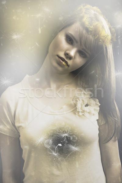 Denti di leone bella fiori gialli testa donna Foto d'archivio © Elegies