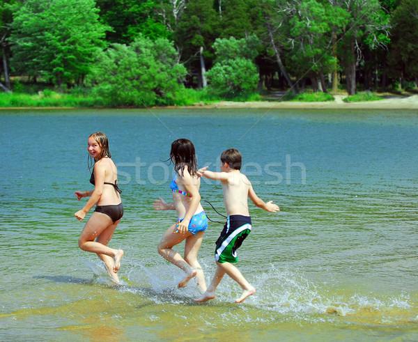 Сток-фото: детей · работает · воды · группа · озеро · пляж