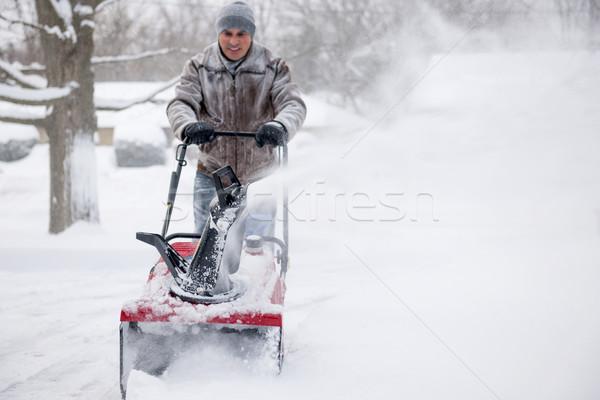 Adam derin kar yerleşim özel araba yolu ağır Stok fotoğraf © elenaphoto
