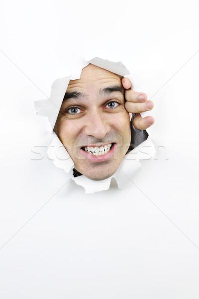 Visage regarder trou papier colère homme Photo stock © elenaphoto