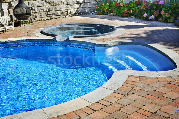 Basen hot tub zewnątrz mieszkaniowy podwórko wody Zdjęcia stock © elenaphoto