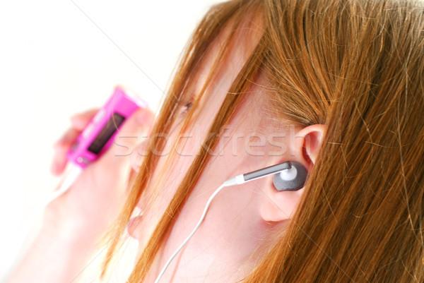 Menina ouvir música jovem ouvir música mp3 player Foto stock © elenaphoto