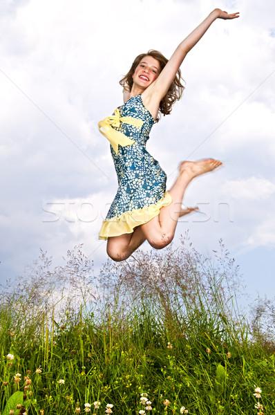 Młoda dziewczyna skoki łące młodych lata Zdjęcia stock © elenaphoto