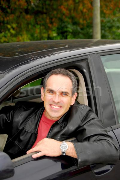 Photo stock: Homme · voiture · souriant · heureux · regarder · fenêtre