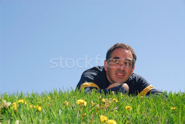Stockfoto: Man · gras · blauwe · hemel · bloemen · glimlach · achtergrond