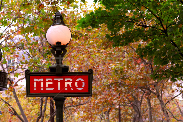 Paris métro rouge signe France automne Photo stock © elenaphoto