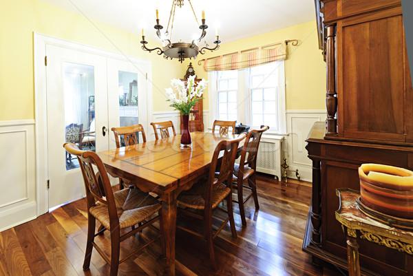 Jadalnia meble wnętrza drewniany stół krzesła domu Zdjęcia stock © elenaphoto