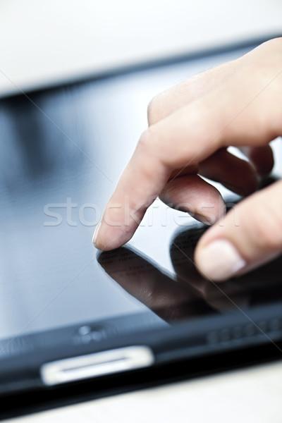 Mão feminino tocante tela dedo Foto stock © elenaphoto