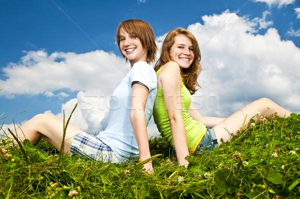 Stock fotó: Fiatal · lányok · ül · legelő · kettő · tinilány