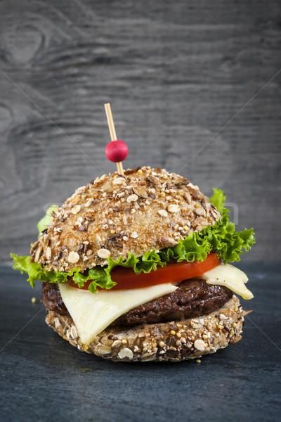 Gurmé hamburger sajt friss zöldségek zsemle sötét Stock fotó © elenaphoto