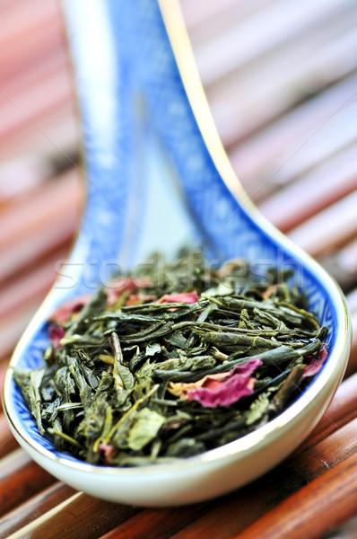 Solto chá verde secar folhas colher rosa Foto stock © elenaphoto